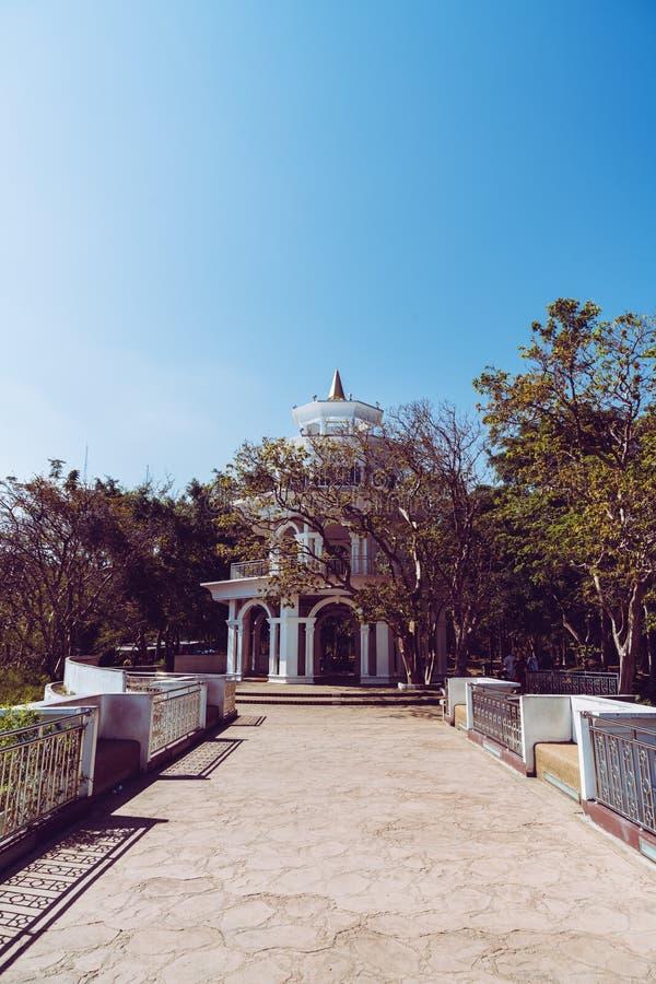 Belle architecture à la colline Rang à Phuket images stock
