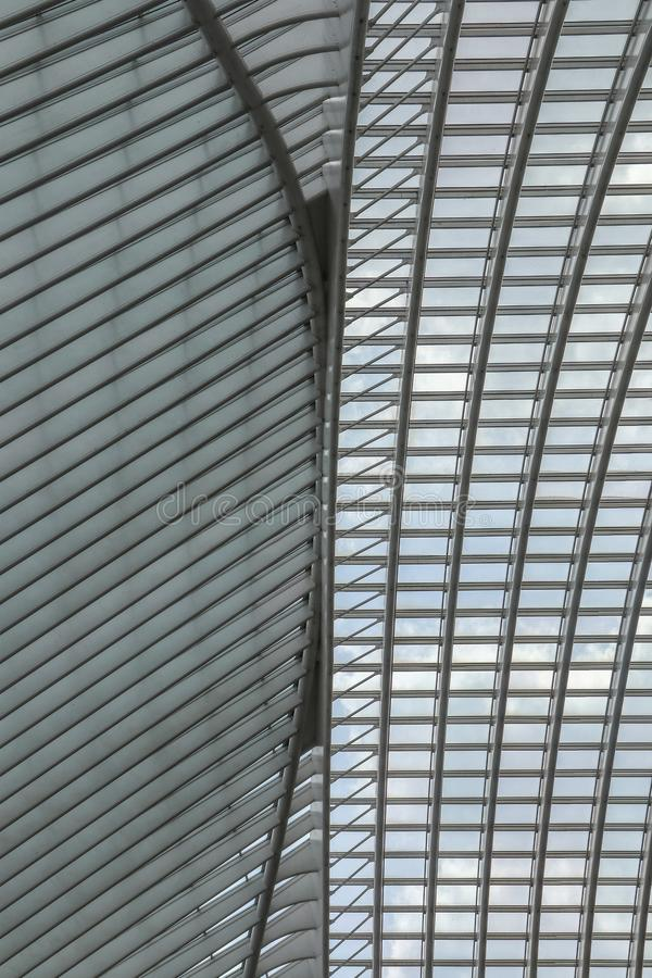 Belle architecture de la gare ferroviaire de Liège-Guillemins image stock