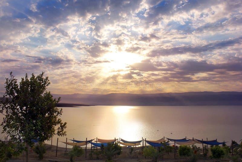 Belle aube au-dessus de la mer morte, Israël photos stock