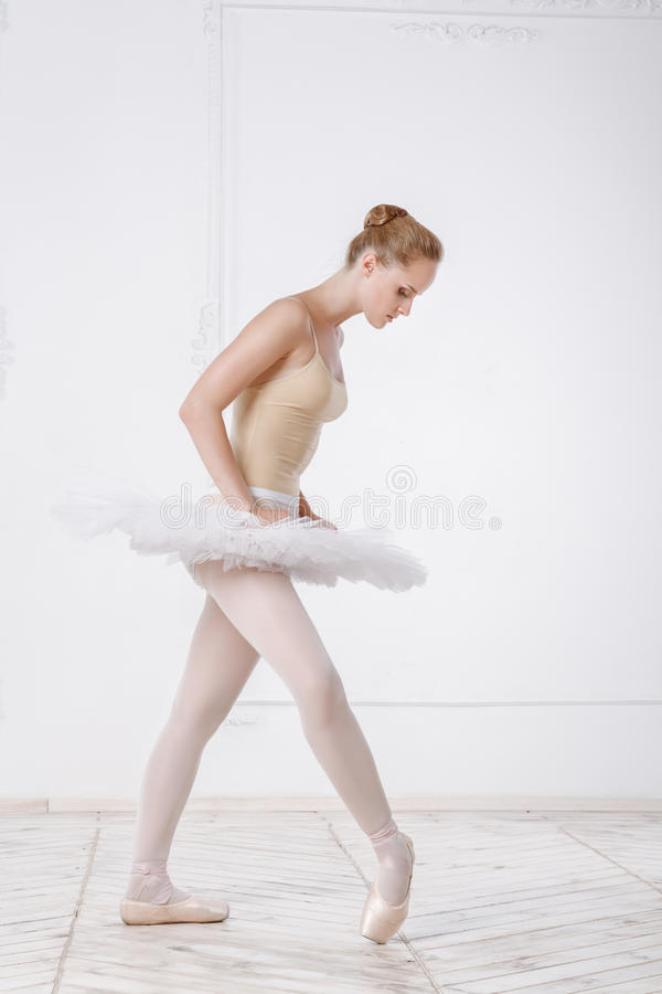 Belle ballerine de jeune femme photo libre de droits