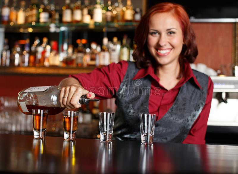 Belle barmaid image stock