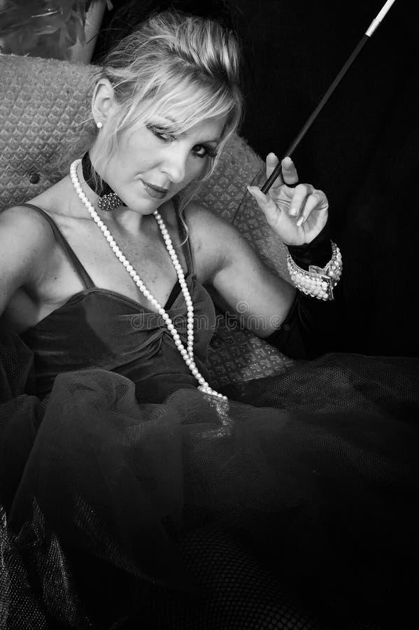 Belle blonde noire et blanche photo stock