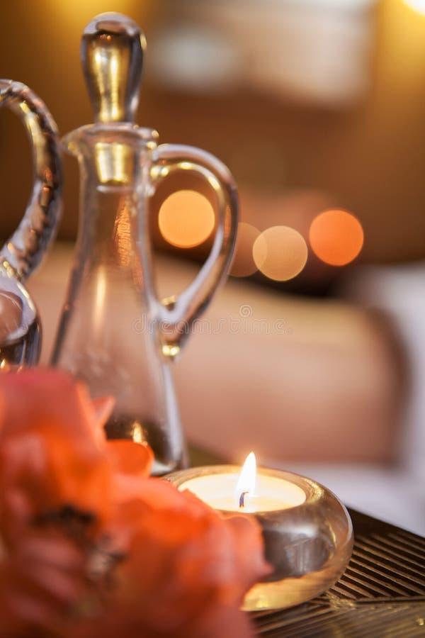 Belle bougie de enterrement sur la table. photographie stock libre de droits