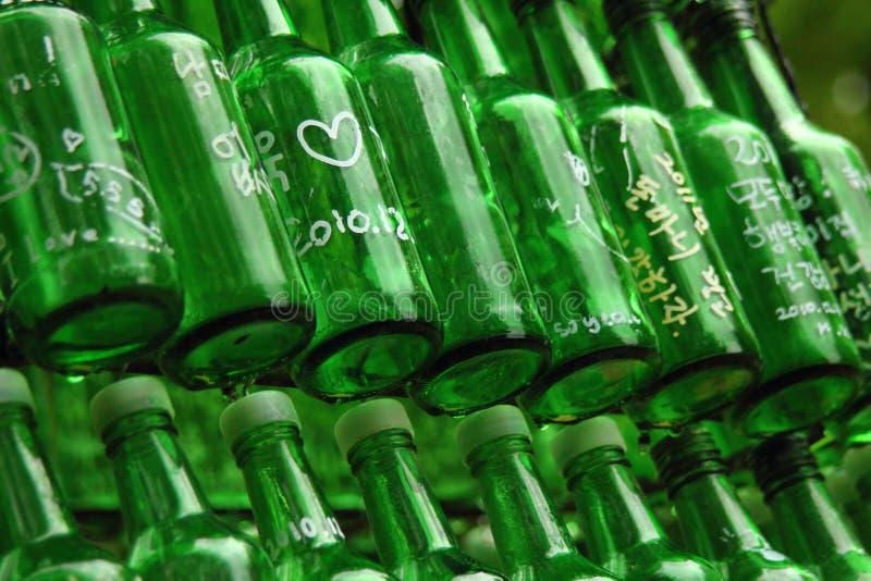 Belle bouteille verte photographie stock
