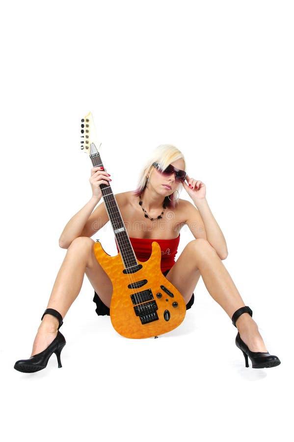 Belle broche-vers le haut blonde avec g photographie stock libre de droits