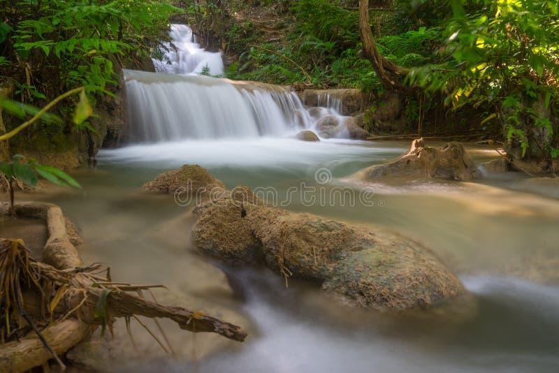 Belle cascade d'unité centrale Kang en Chiang Rai, Thaïlande images stock
