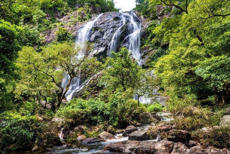 Belle cascade dans la forêt tropicale, Klong Lan National Park dans Kampangpetch, Thaïlande photos libres de droits