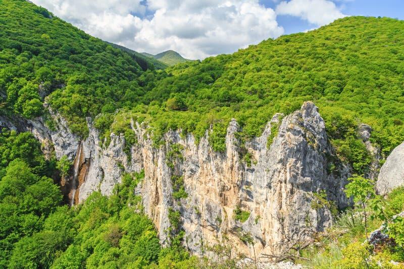Belle cascade en balkans de Vratsa photo libre de droits