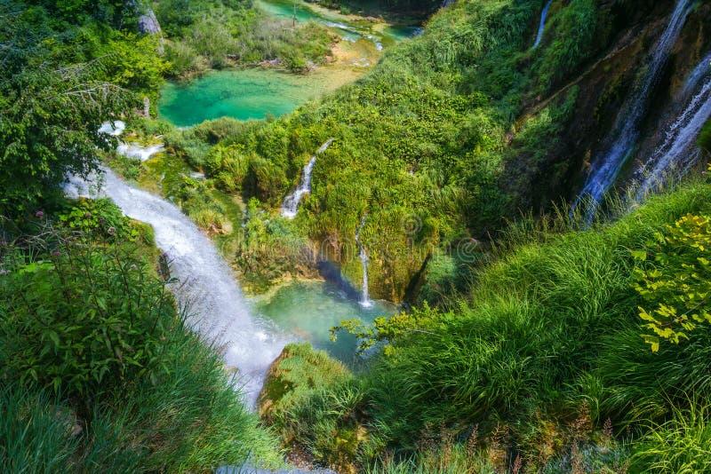 Belle cascade en parc national de lacs Plitvice Croatie photo stock