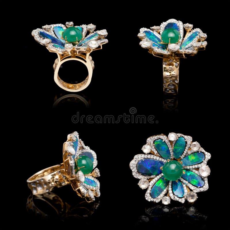 Belle ceinture Diamond, avec de nombreuses pierres de taille bleu-vert images libres de droits