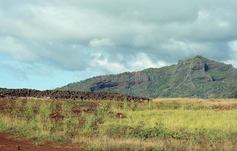 Download Belle Colline E Valli Dell'isola Di Kauai, Hawai Immagine Stock - Immagine di montagne, bello: 117977533
