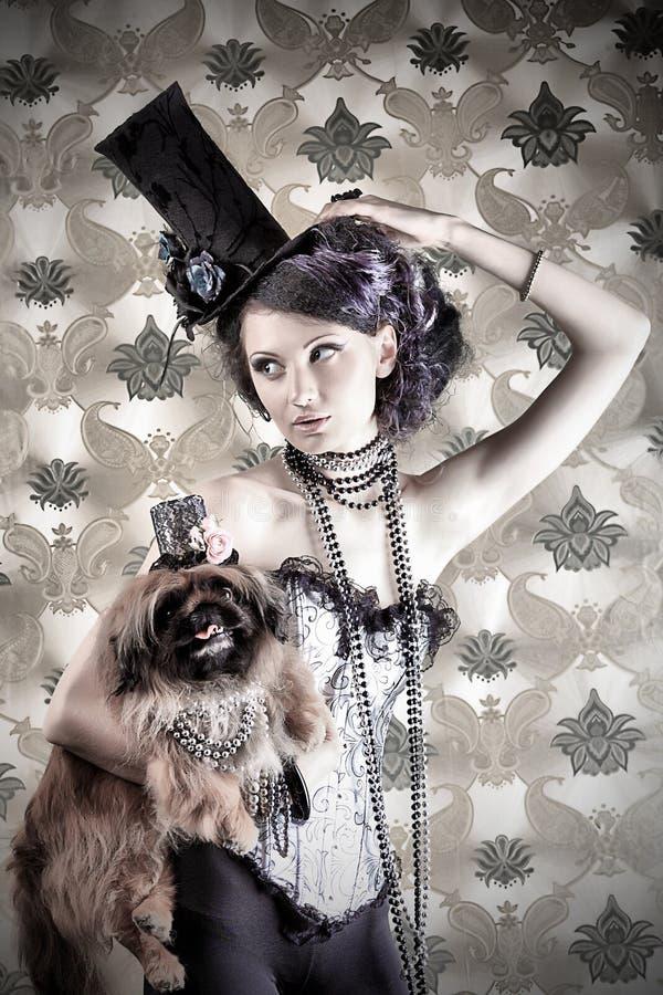 Belle com pekingese imagens de stock