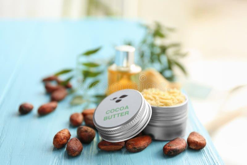 Belle composition avec la lotion du beurre de cacao photo libre de droits