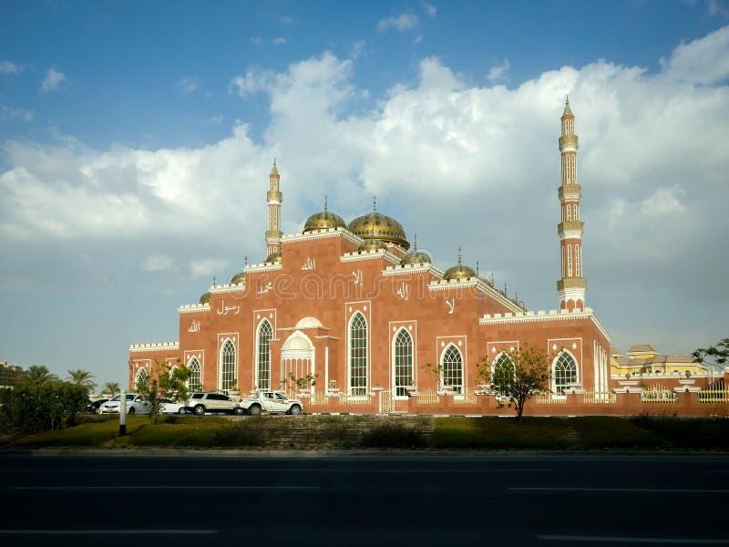Belle conception d'architecture d'une mosquée dans la ville de Dubaï, EAU photo stock