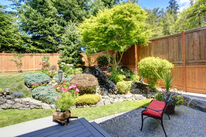 Belle conception de paysage pour le jardin d'arrière-cour photo libre de droits