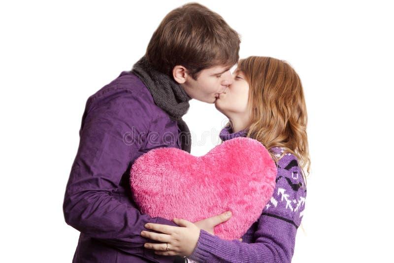 Belle coppie con cuore immagine stock