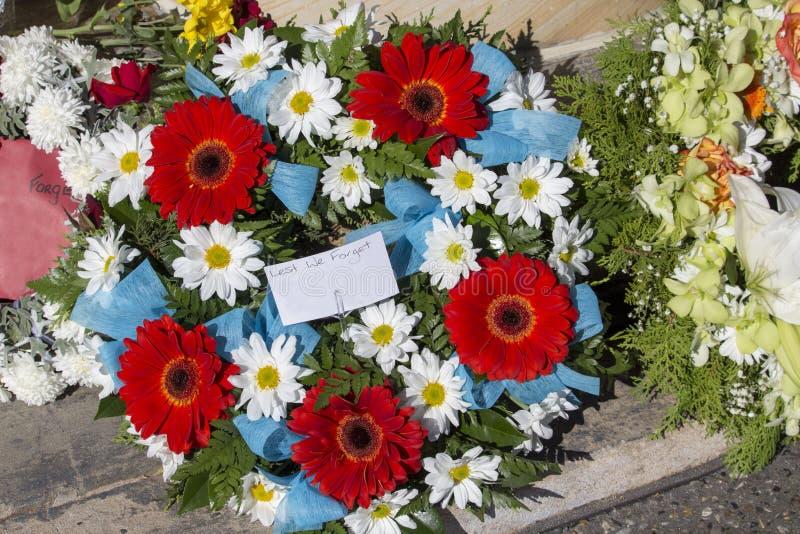Belle corone floreali su Anzac Day in Australia occidentale di Bunbury fotografia stock libera da diritti