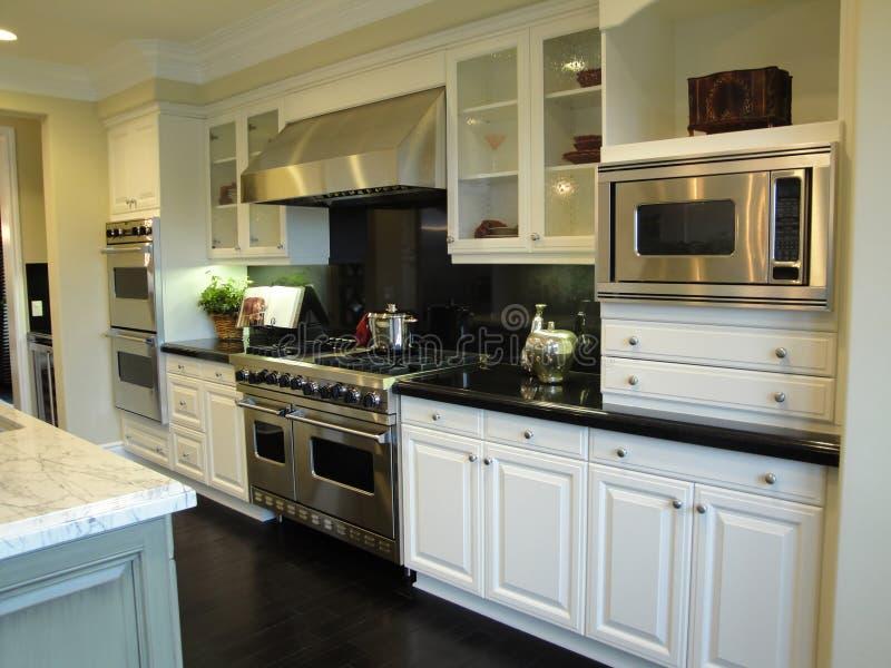 belle cuisine photo stock image du intervalle blanc 11847456. Black Bedroom Furniture Sets. Home Design Ideas