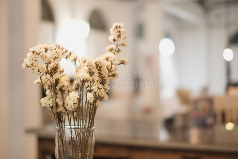 Belle décoration de fleurs à l'intérieur de l'intérieur à la maison photographie stock