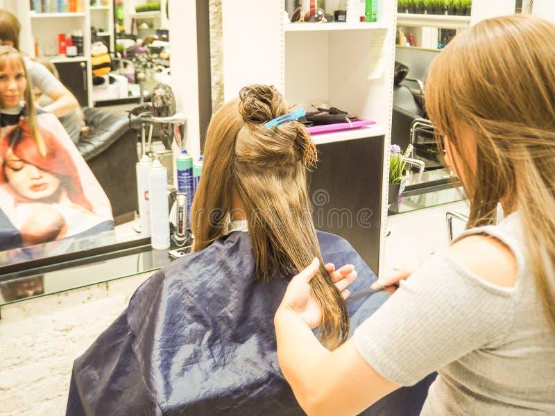 Coupe de cheveux salon de coiffure saint petersburg