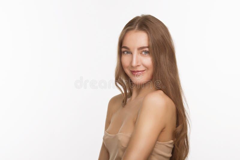Belle dame modèle au-dessus du fond blanc dans le studio photographie stock libre de droits