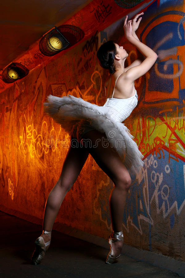 Belle danse de ballet de danse de ballerine photographie stock