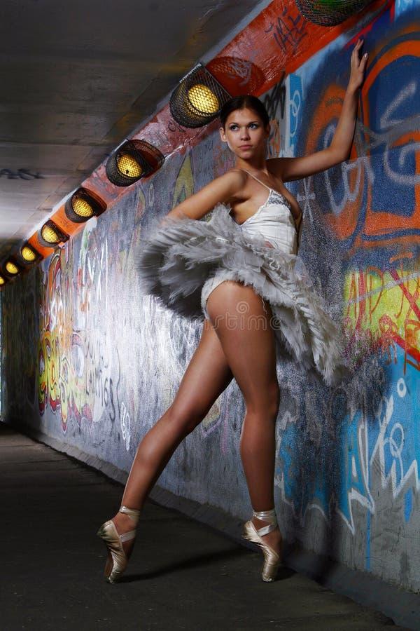 Belle danse de ballet de danse de ballerine photo stock