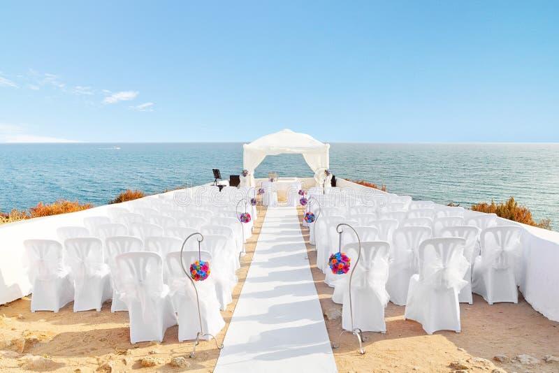 Belle decorazioni per la cerimonia di nozze. fotografia stock libera da diritti