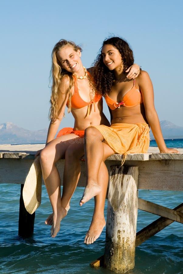 Belle donne sorridenti felici immagini stock libere da diritti