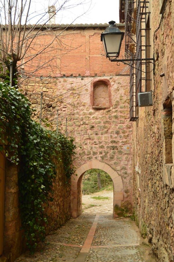 Belle entrée arquée à une surveillance de rivière de Henares dans Siguenza Architecture, voyage, la Renaissance image stock