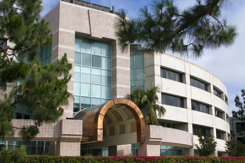 Belle entrée neuve d'immeuble de bureaux de corporation photos stock
