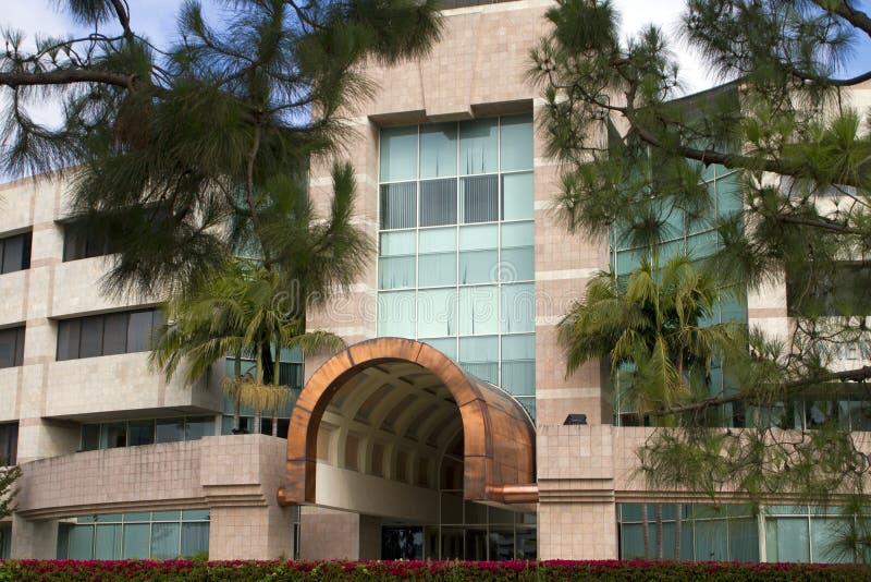 Belle entrée neuve d'immeuble de bureaux de corporation photographie stock libre de droits