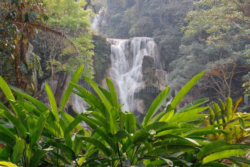 Belle et fraîche cascade de couleur azur de Kuang Si près de Luang Prabang photo stock