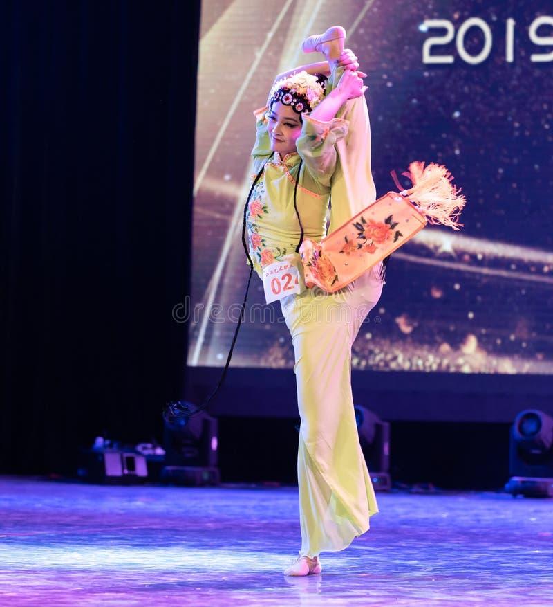 Belle exposition classique de Danse-obtention du diplôme du marieur 4-Chinese de département de danse photographie stock