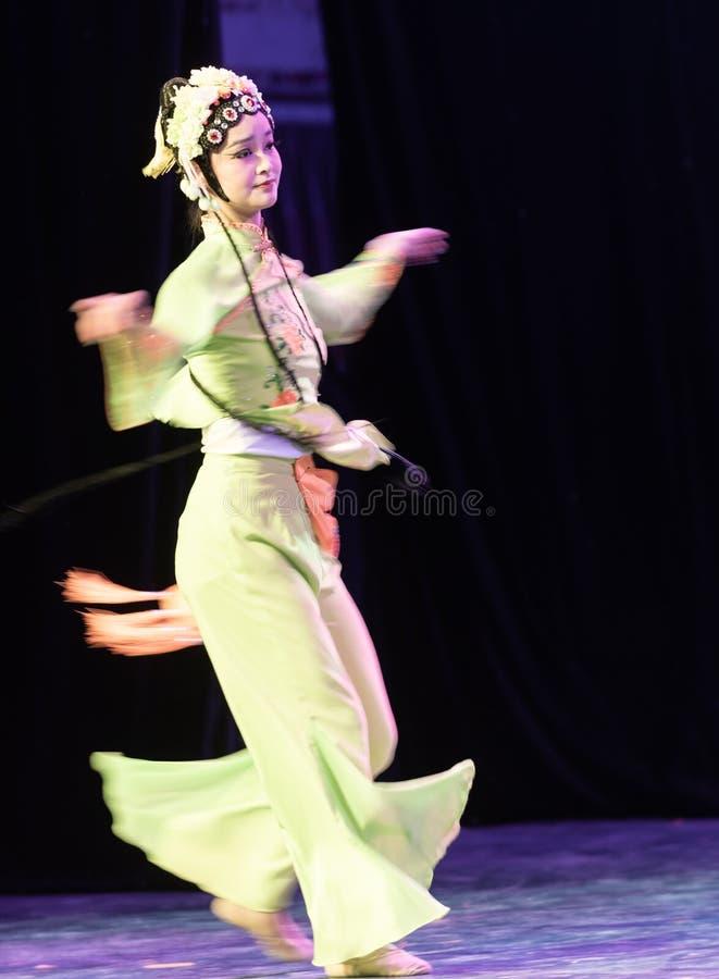 Belle exposition classique de Danse-obtention du diplôme du marieur 3-Chinese de département de danse photographie stock