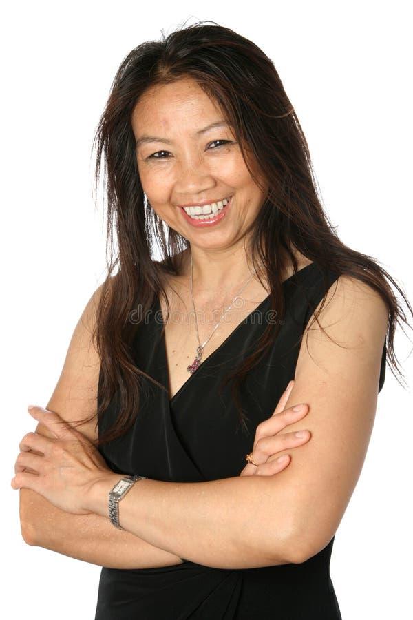 Belle femelle thaïe mûre dans la robe noire formelle images libres de droits