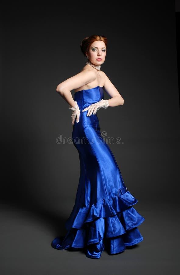 Belle femme à la mode image stock