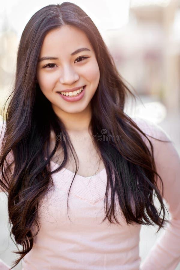 Belle femme asiatique photo libre de droits