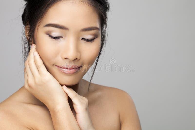 belle femme asiatique image stock image du ethnicity 47198957. Black Bedroom Furniture Sets. Home Design Ideas