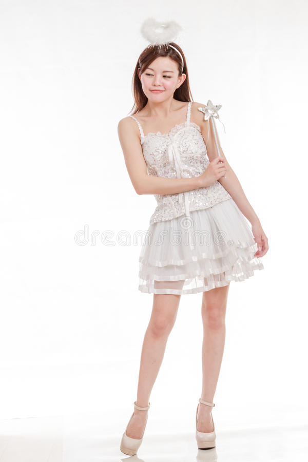 Belle femme asiatique en Angel Costume photos stock