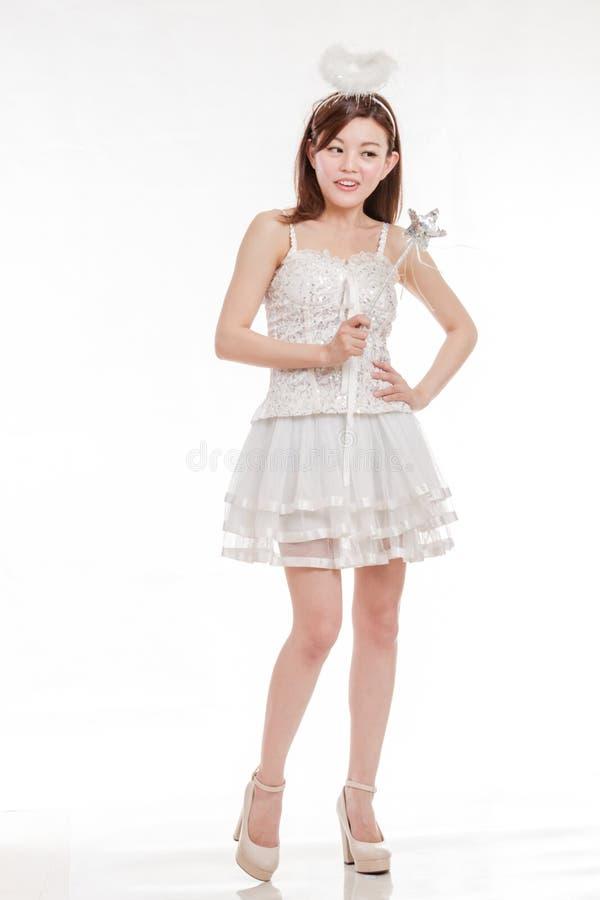 Belle femme asiatique en Angel Costume photo libre de droits