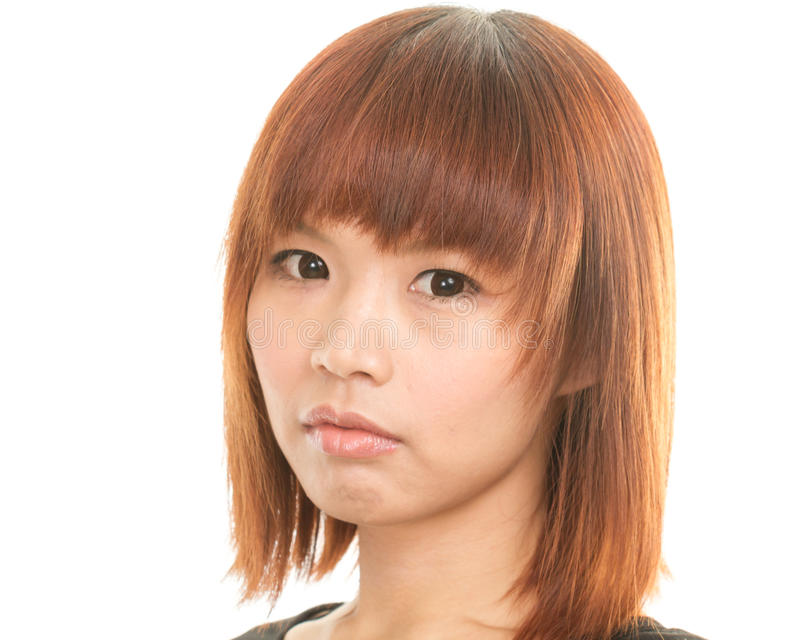 Belle femme asiatique regardant l'appareil-photo photographie stock libre de droits