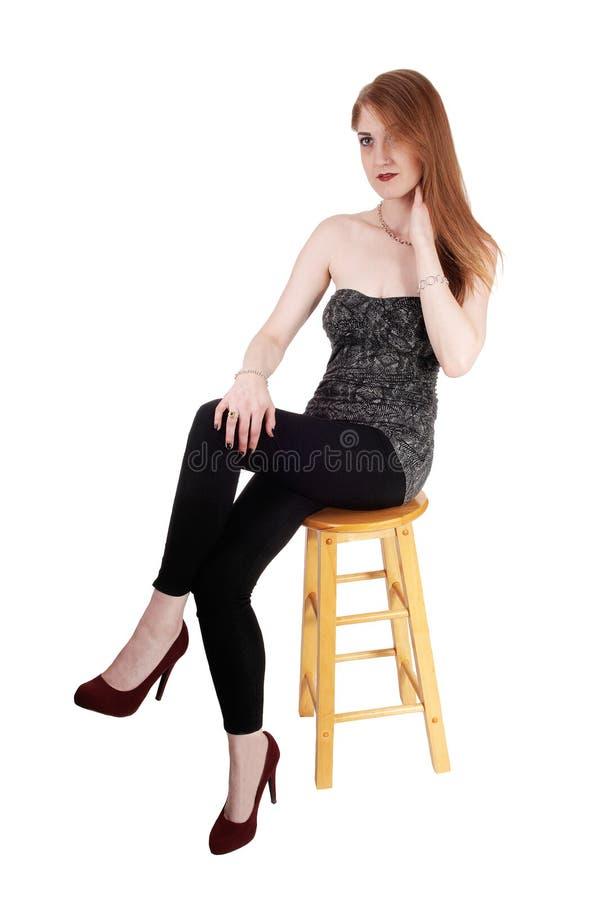 Belle femme avec de longs cheveux de brune images stock