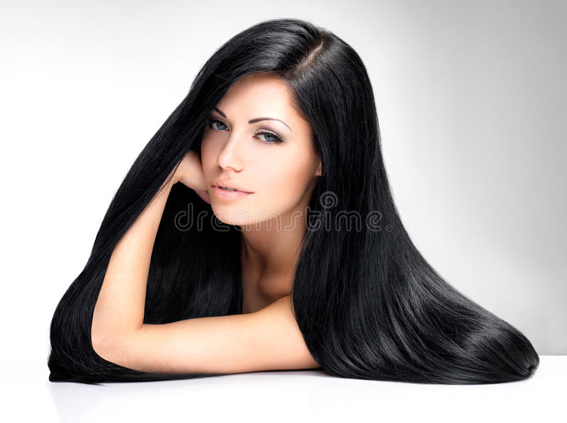 Belle femme avec le long cheveu droit image stock