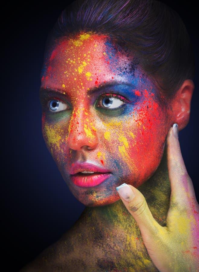 Belle femme avec le maquillage créatif lumineux d'art image stock