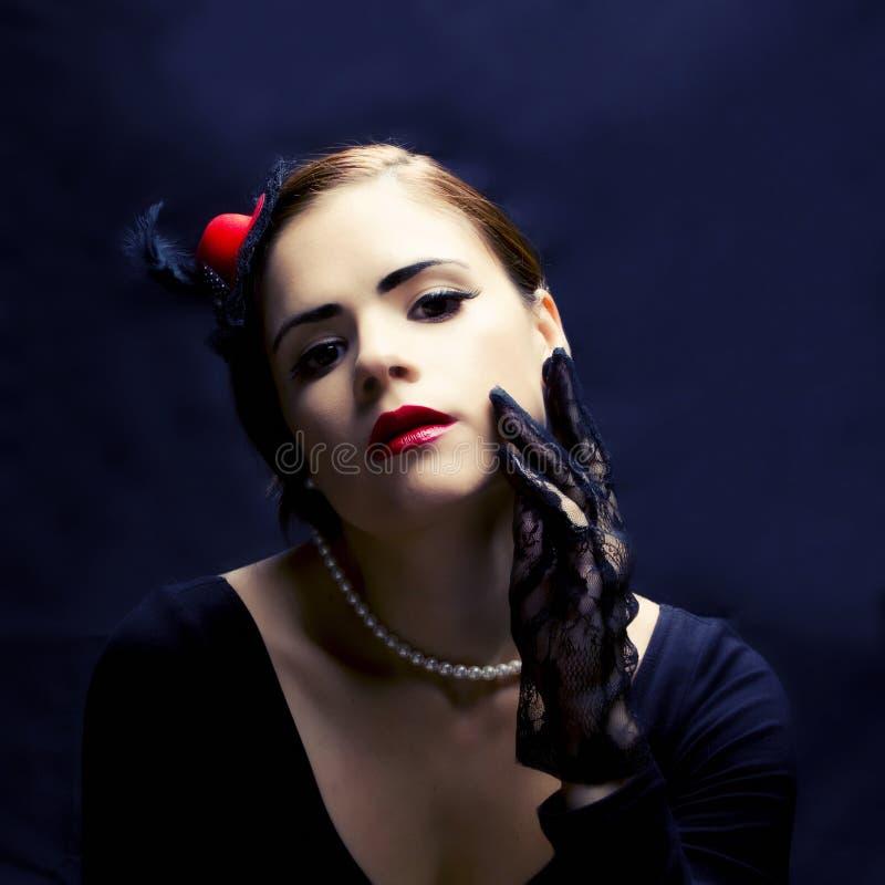 Belle femme avec le rétro maquillage photo libre de droits