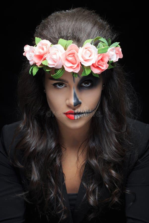 belle femme avec le squelette de maquillage photo stock image 60756149. Black Bedroom Furniture Sets. Home Design Ideas