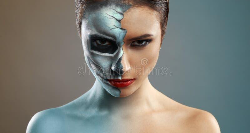 belle femme avec le squelette de maquillage demi photo stock image 45620400. Black Bedroom Furniture Sets. Home Design Ideas