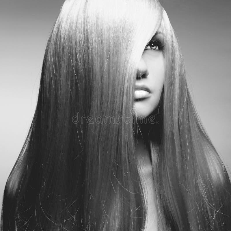 Belle femme avec les cheveux magnifiques image stock