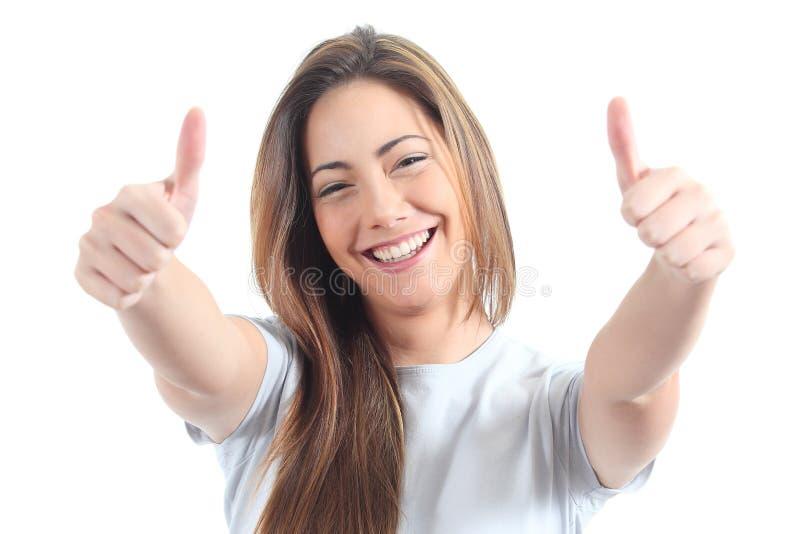 Belle femme avec les deux pouces vers le haut photographie stock libre de droits